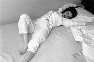 Beneficios de estirarse en la cama
